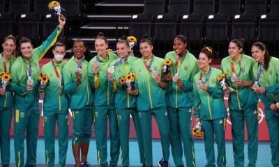 Brasil perde para os EUA e é prata no vôlei feminino em Tóquio