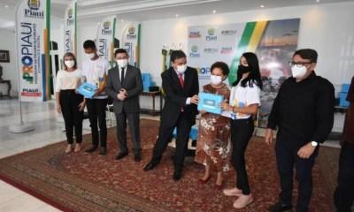 Governo entrega 10 mil tablets para estudantes e lança projeto