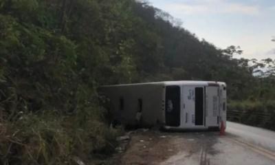 Ônibus que levava piauienses para fazer concurso tomba e deixa quatro mortos