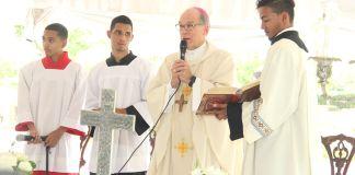 Masalles habló tras encabezar la tradicional misa a las madres que ofrecen los directivos del cementerio Puerta del Cielo, para rendir tributo a las mamás fallecidas enterradas en ese camposanto privado.