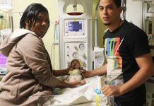 El especialista explicó que este tipo de intervención es compleja por diversas situaciones, entre ellas: el bajo peso del infante, la prematuridad y la masa en la aurícula derecha de origen infeccioso en el corazón.