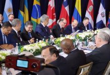 .- Fotografía cedida por la oficina del enviado de Juan Guaidó en EEUU que muestra al presidente Donald Trump reunido con líderes de Latinoamérica y el Caribe, este miércoles en Nueva York (EE.UU.).