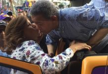 Le da un beso: Margarita se une a la caravana de Leonel en su cierre de campaña