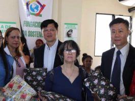 Centro de la Colonia China entrega regalos a niños ingresados en Hospital Robert Reid Cabral