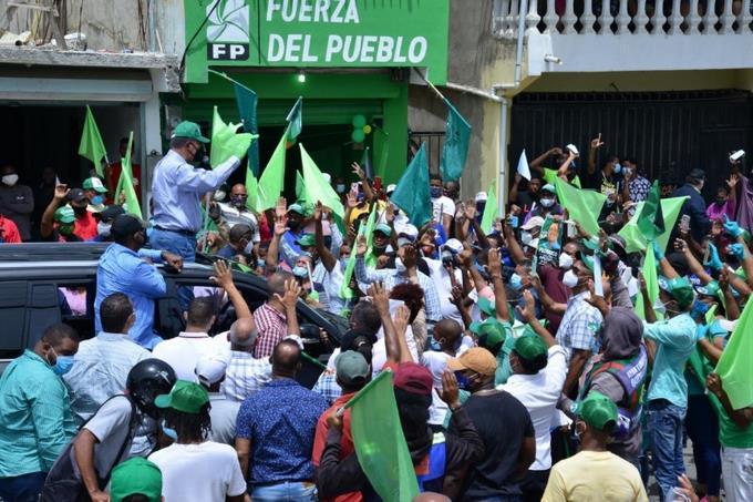 Leonel encabeza multitudinaria caravana en cierre de campaña Fuerza del Pueblo. FUENTE EXTERNA.