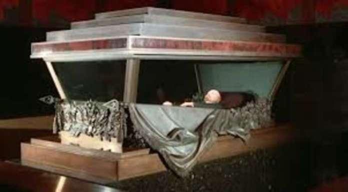 La momia de Lenin vuelve a la vida en Moscú después de tres meses de cuarentena