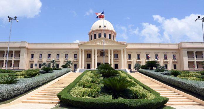 Gobierno extiende toque de queda por otros 20 días