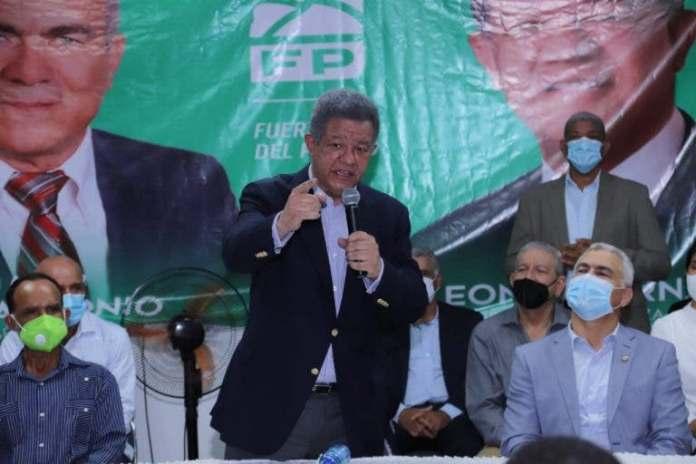 Leonel resalta como fundamental el trabajo en equipo para triunfar en la política