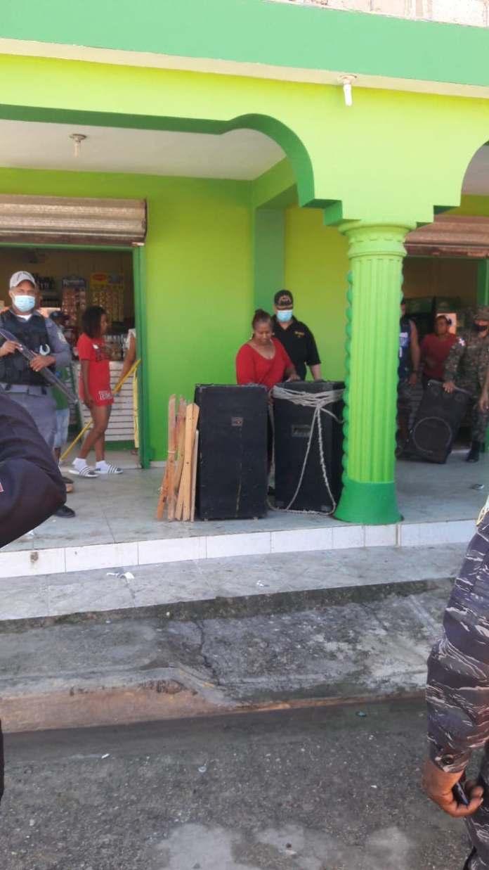 PN apresa a varias personas y ocupa equipos de música durante operativo