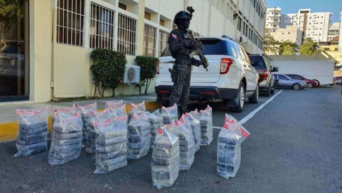 Autoridades ocupan 103 paquetes de cocaína en isla Beata