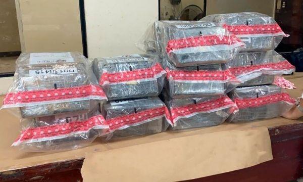 El Instituto Nacional de Ciencias Forenses (INACIF) determinó que los paquetes tuvieron un peso total de 62.03 kilogramos de cocaína.
