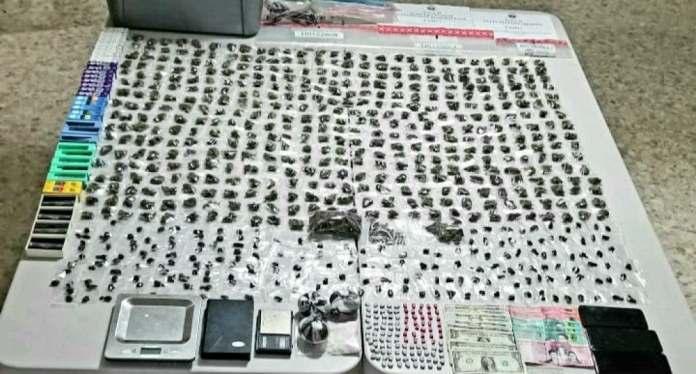 Apresan dos hombres en apartamento del sector Arroyo Hondo con cientos de porciones de drogas