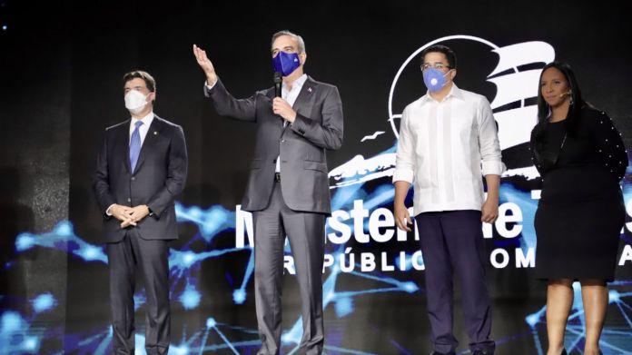 Abinader encabeza lanzamiento de nuevas plataformas digitales del Ministerio de Turismo