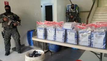 ¡Drogas ¡, apresan tres y ocupan 133 paquetes de cocaína en Barahona