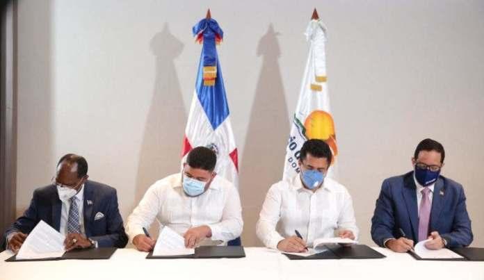 Turismo firma acuerdo con alcaldía de Pedernales para elaborar plan de ordenamiento territorial