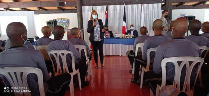 Progresando con Solidaridad ofrece charla a agentes policiales