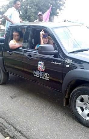 minerd vehiculo en politica