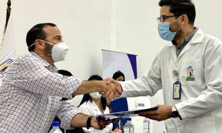 102 profesionales de la salud del IESS recibieron NOMBRAMIENTOS DEFINITIVOS