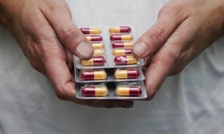 Pfizer ensaya medicamento oral contra la covid-19