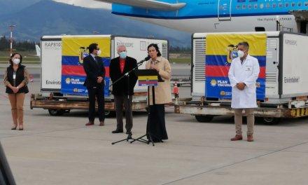 Este sábado llegaron al país 700 mil vacunas de Sinovac