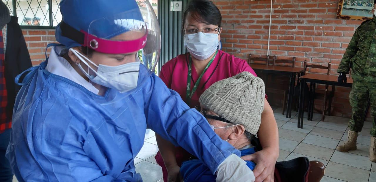 Qué hacer antes, durante y después de recibir la vacuna contra la COVID-19