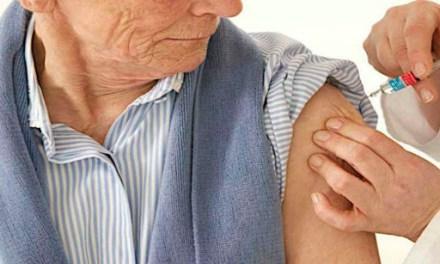 IESS iniciará vacunación a sus afiliados de más de 65 años