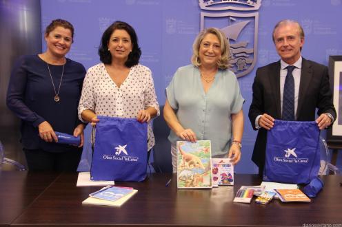 fundacion-caixa-entrega-mochilas-material-escolar-almunecar-16