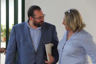 alcaldesa-y-delegado-de-educacion-en-las-gaviotas-la-herradura-16