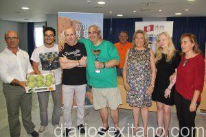podio-del-torneo-ajedrez-ciegos-en-almunecar-y-autoridades-en-la-clasuura