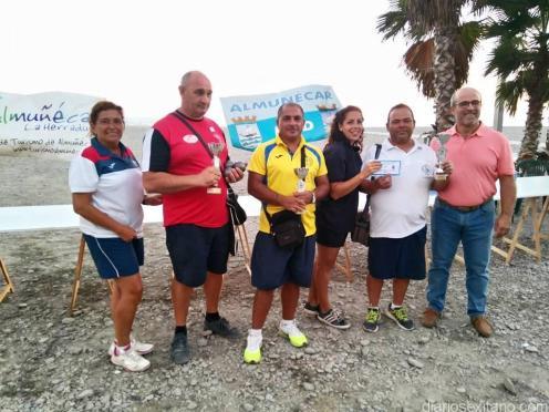 tripleta-campeona-masculina-recoge-trofeos-y-regalos-en-almunecar-16