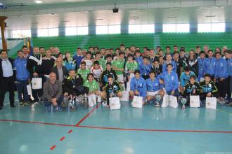 equipos-participantes-junto-a-autoridades-y-organizadores-16
