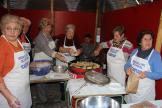 bunuelos-solidarios-para-caritas-de-las-amigas-plaza-victoria-17