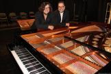 DIRECTOR OSCA Y EL PIANISTA AMBROSIO VALERO POSARON JUNTOAL PIANO AL FINALIZAR EL CONCIERTO 17