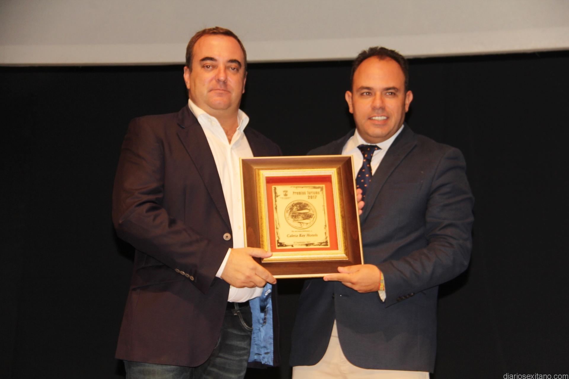 MANUEL LOPEZ , DE CALETA BAY RECIBIO EL PREMIO DEL TENIENTE ALCALDE JUAN JOSE RUIZ JOYA 17