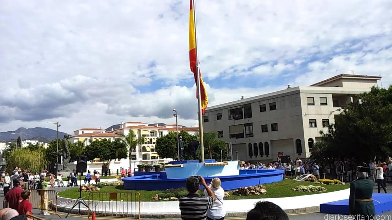 BANDERA ESPAÑA EN EL CENTRO DE ALMUÑECAR