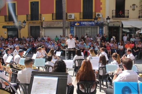 Numeroso público siguió el concierto de la Banda Municipal de Música de Almuñécar 17