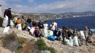 Voluntarios con la basura retirada de las rocas de Punta de la Mona 18 (2)