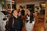 Lilian atiende clientas en su tienda en La Herradura 18