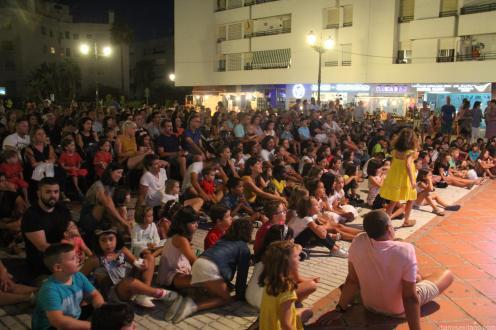 AMBIENTE PUBLICO PEQUEÑOS Y MAYORES EN EL XX FESTIVAL DE TITERES LA HERRADURA 18