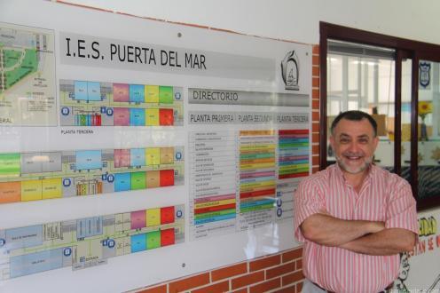 VALERIANO ANTEQUERA DIRECTOR DEL IES PUERTA DEL MAR ALMUÑECAR 18