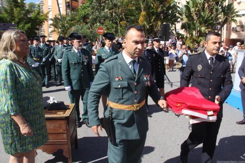 RESPONSABLES DE LA GUARDIA CIVIL Y POLICIA PORTAN LA BANDERA NACIONAL ALMUÑÉCAR 18