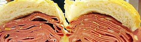 Sanduíche de mortadela do Mercadão