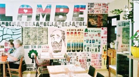 Cozinha brasileira do dia-a-dia revisitada no Lambe-Lambe