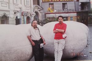 Saya dan Husam masing-masing memiliki sebutir batu besar - Zagreb.