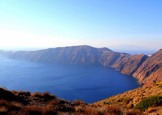 Hiking along the Caldera in Santorini