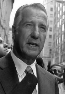Zëvendëspresidenti Spiro Agnew po i thotë medias se ka dhënë dorëheqjen para Gjykatës Federale në Baltimore më 1973. REUTERS/Archive