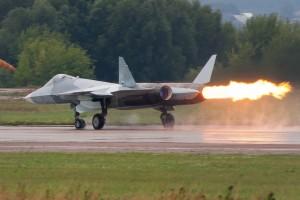 Një avion i pakapshëm nga radarët T-50 i Rusisë gjatë një panairi ajror pranë Moskës më 2011. FotoRulexip/Wikimedia
