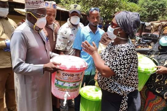 Guinée/Coronavirus : ASNAVIE apporte des kits de lavage de main à l'abattoir de Kakimbo