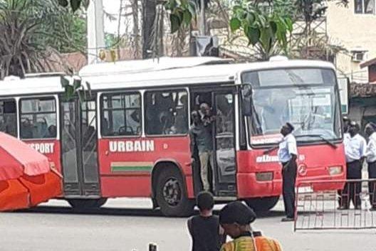 Conakry: Un conducteur de bus albayrak molesté par des passagers