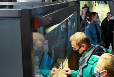 Russie : l'opposant politique Alexeï Navalny interpellé par la police à l'aéroport de Moscou